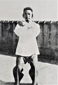 圖(二)鄭曼青早期十字手